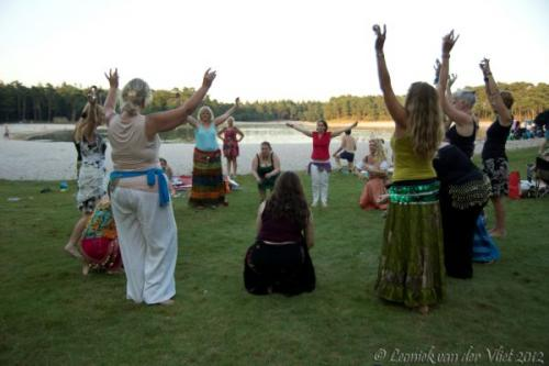 20120818-Bellydance-on-the-beach-025-2
