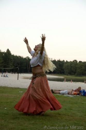 20120818-Bellydance-on-the-beach-056-2-