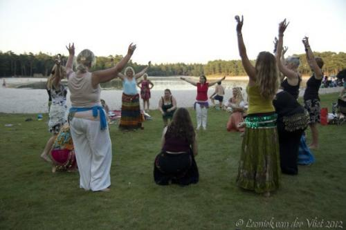 20120818 Bellydance on the beach 025