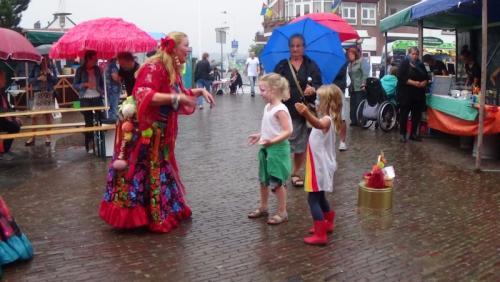 buikdans straat theater. augustus 2016 Wijk aan Zee